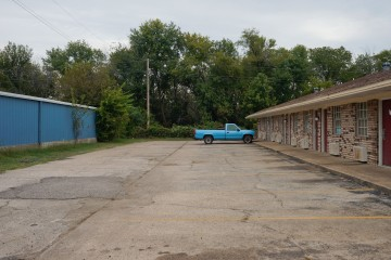 Henryetta Motel (1 of 1)
